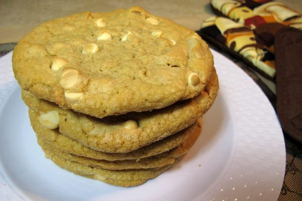 White Chocolate Macadamia Nut Gourmet Cookie