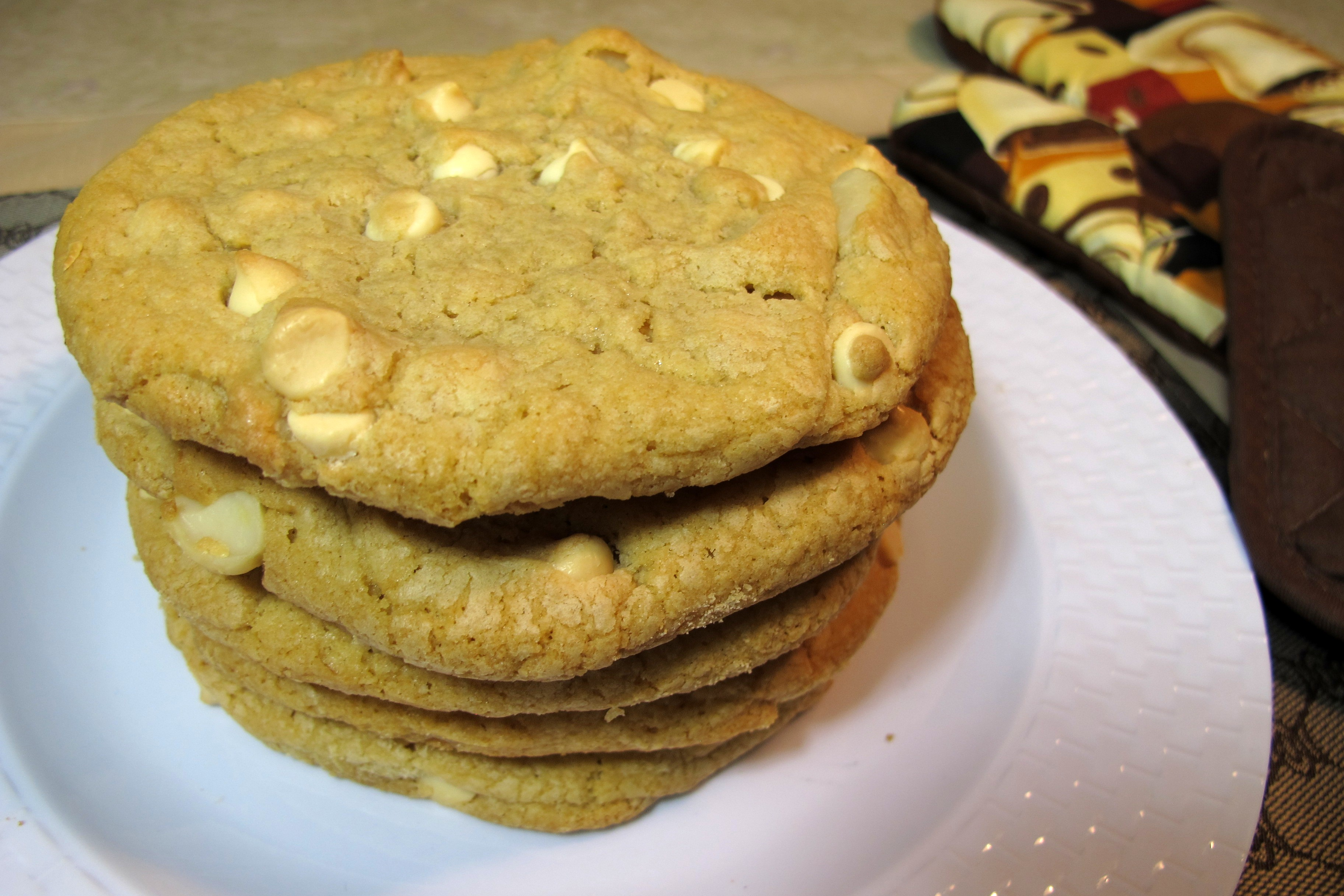 White Chocolate Macadamia Nut Gourmet Cookie | Seattle's Favorite